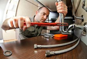 shutterstock129687008-plumber-resize-380x300